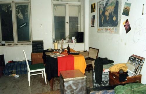 das Wohnzimmer war stets ordentlich aufgeräumt