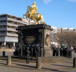 Der Goldene Reiter stand schon öfter im Demonstrations-Blickpunkt ... Foto: Archiv/Februar 2008