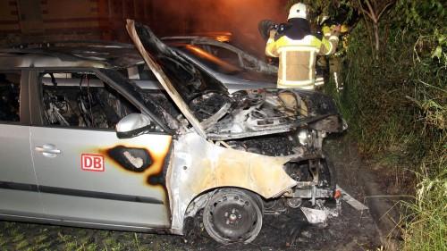 Eines der zerstörten Autos. Foto: R. Halkasch