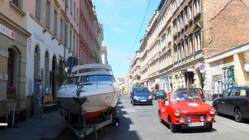 Mit dem Boot über die Louisenstraße