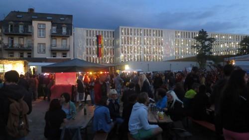 Lustgarten mit Lichtkunst von Claudia Reh und der größten BRN-Flagge