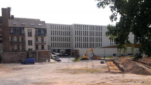 Jetzt wird der BRN-Lustgarten ausgebaggert.
