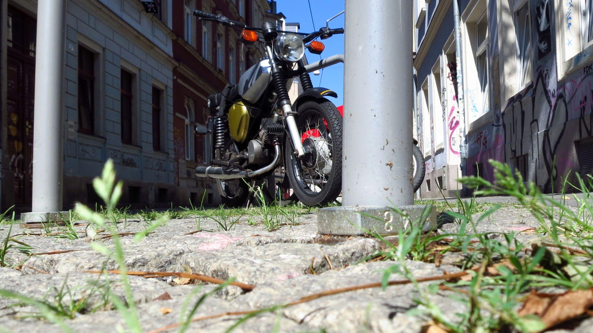 Abnehmbare Fahrradbügel auf der Böhmischen Straße