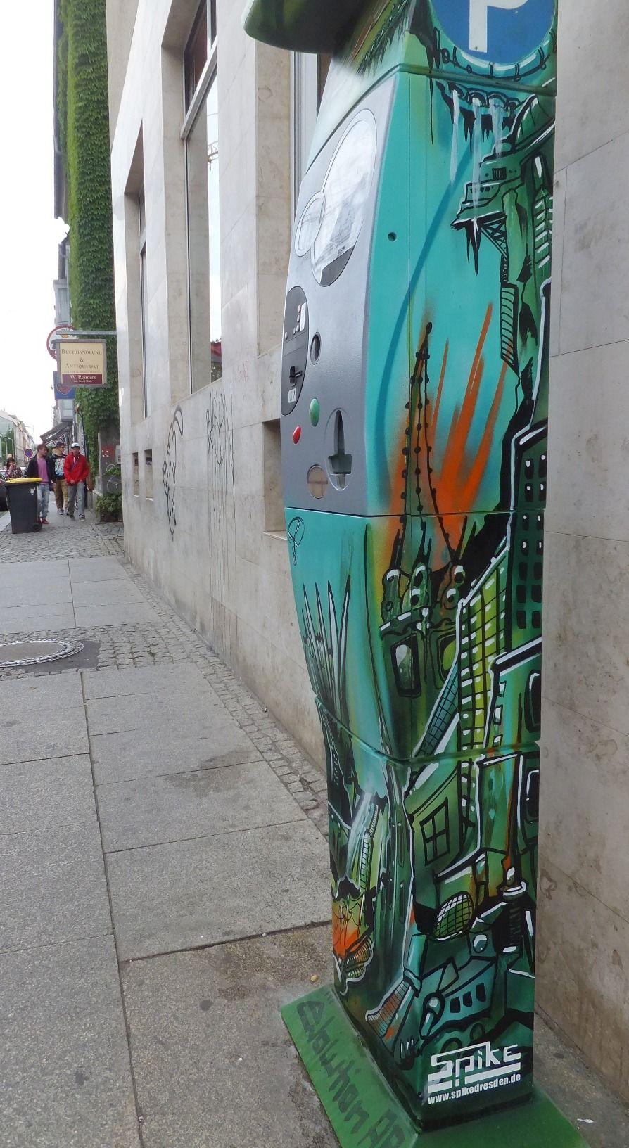 Gestalteter Parkscheinautomat auf der Alaunstraße - gegenüber von Katys