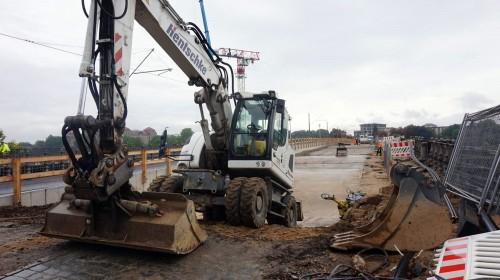 Die Brückenbögen sind freigebaggert - werden nun mit Beton verfüllt.