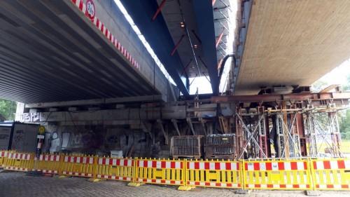 Die Brücke über die Fritz-Reuter-Straße wurde verstärkt.