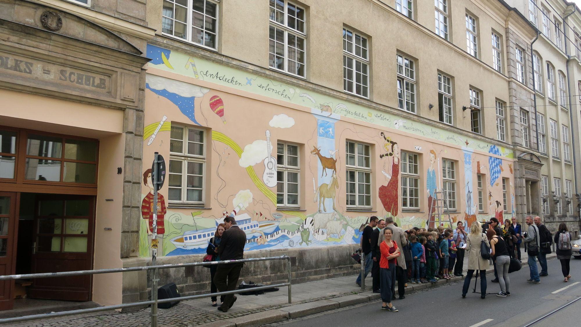 Wandbild an der Görlitzer zur Einweihung - Foto: Archiv
