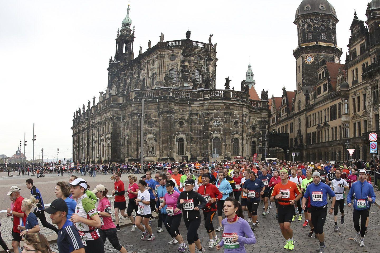Bislang hauptsächlich vor alten Gemäuern - der Dresden Marathon kommt erstmals in die Äußere Neustadt. Foto: PR/wilhelmi-fotograf.de
