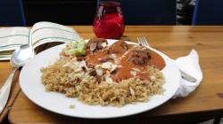 Lola Kebap mit Soße und Reis