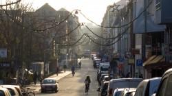 Die Alaunstraße ist schon behängt.