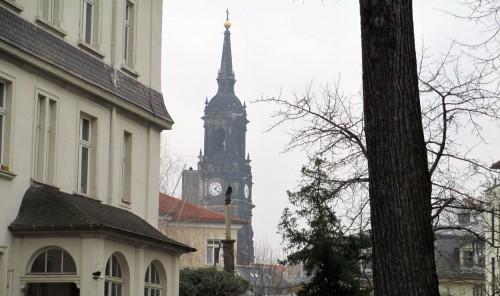 Blick von der Carolinenstraße auf die Dreikönigskirche