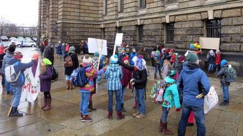 Schüler demonstrieren für Zahlen.