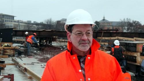 Bauamtsleiter Koettnitz auf seiner Baustelle