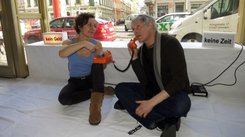72-Stunden-Performance mit  Iris Schmitt und Nils Schumacher im Hole of Fame