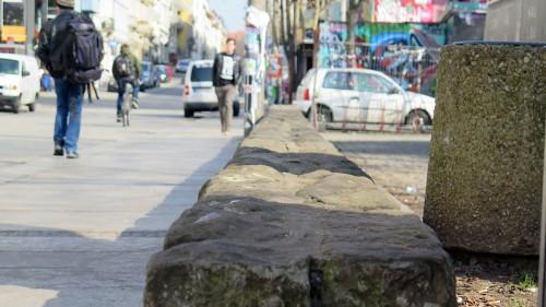 Die Sandsteine sollen nicht stabil genug sein für eine Mauer.
