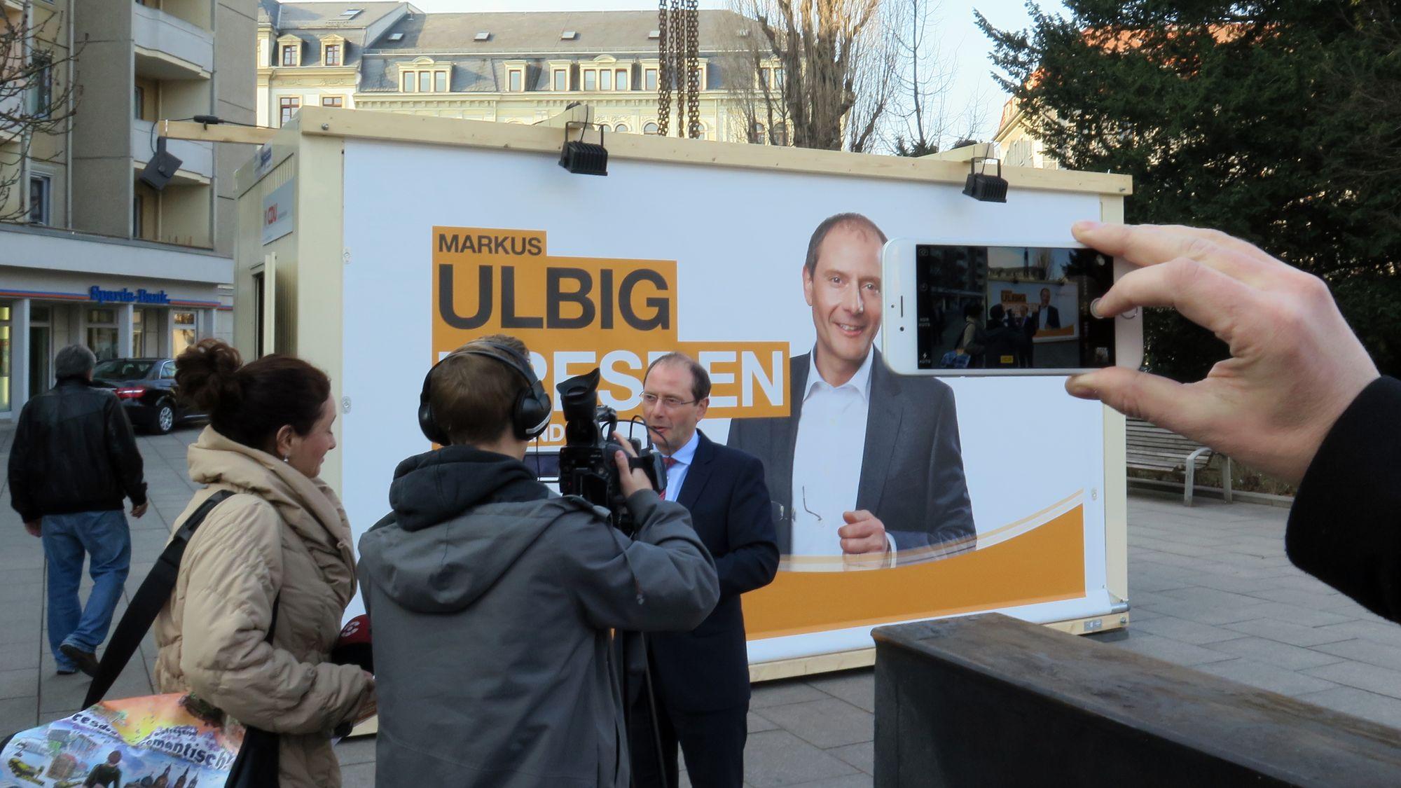 Ulbigs Wahlkampfauftakt am Jorge-Gomondai-Platz