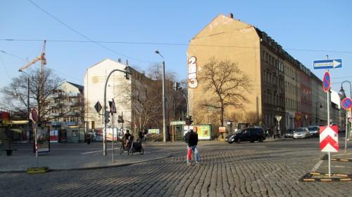 Die kahlen Fassaden der Wohnhäuser auf Hechtstraße und Rudolf-Leonhard versprühen noch immer Arbeiterviertelcharme.