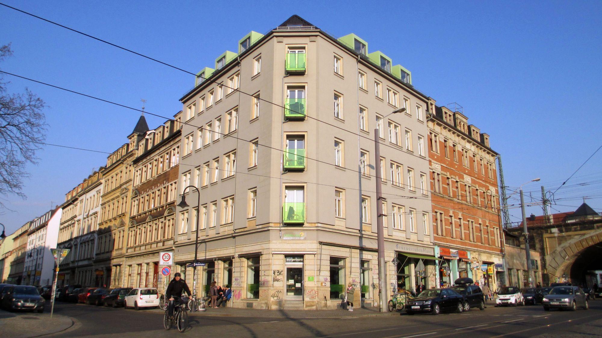 """Grün bis in die Balkonverkleidung – die """"Grüne Ecke"""" im Hecht"""