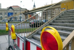 Fußgängerbrücke gesperrt!