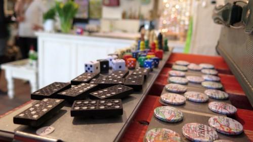 Domino und Buttons
