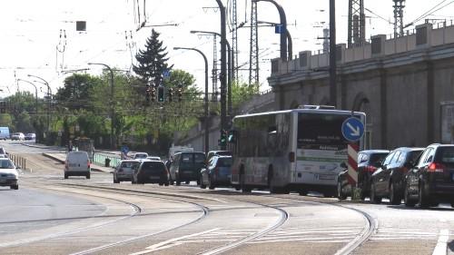 Wenn die S-Bahn nicht fährt, muss der Bus neben den Gleisen her.
