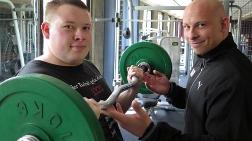 In einem Jahr hat Torsten im New York Fitness rund 35 Kilo abgespeckt. Martin Schindler ist sein Personal Trainer.