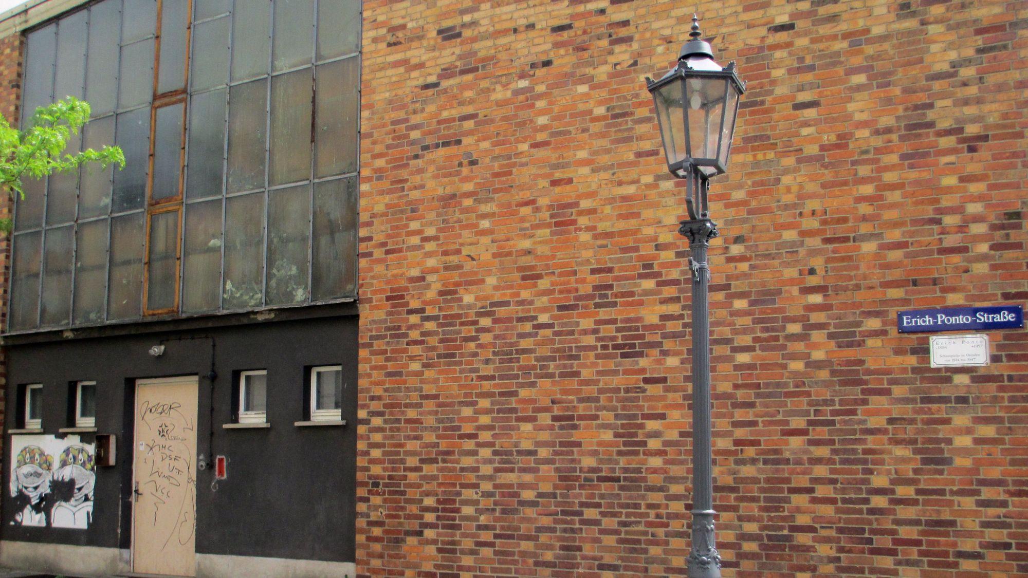 Archiv- und Erich-Ponto-Straße
