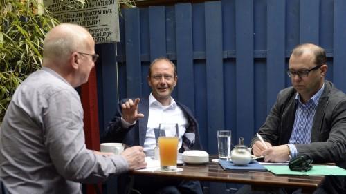 Markus Ulbig im Gesprch mit Winfried Schenk (menschen-in-dresden.de) und Jan Frintert (Neustadt-Geflüster) - Foto: Dehli-News.de/Frank Dehlis