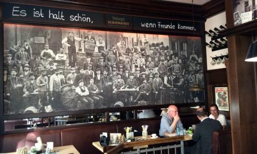 Das Gespräch fand in einer Gastwirtschaft am Neumarkt statt.