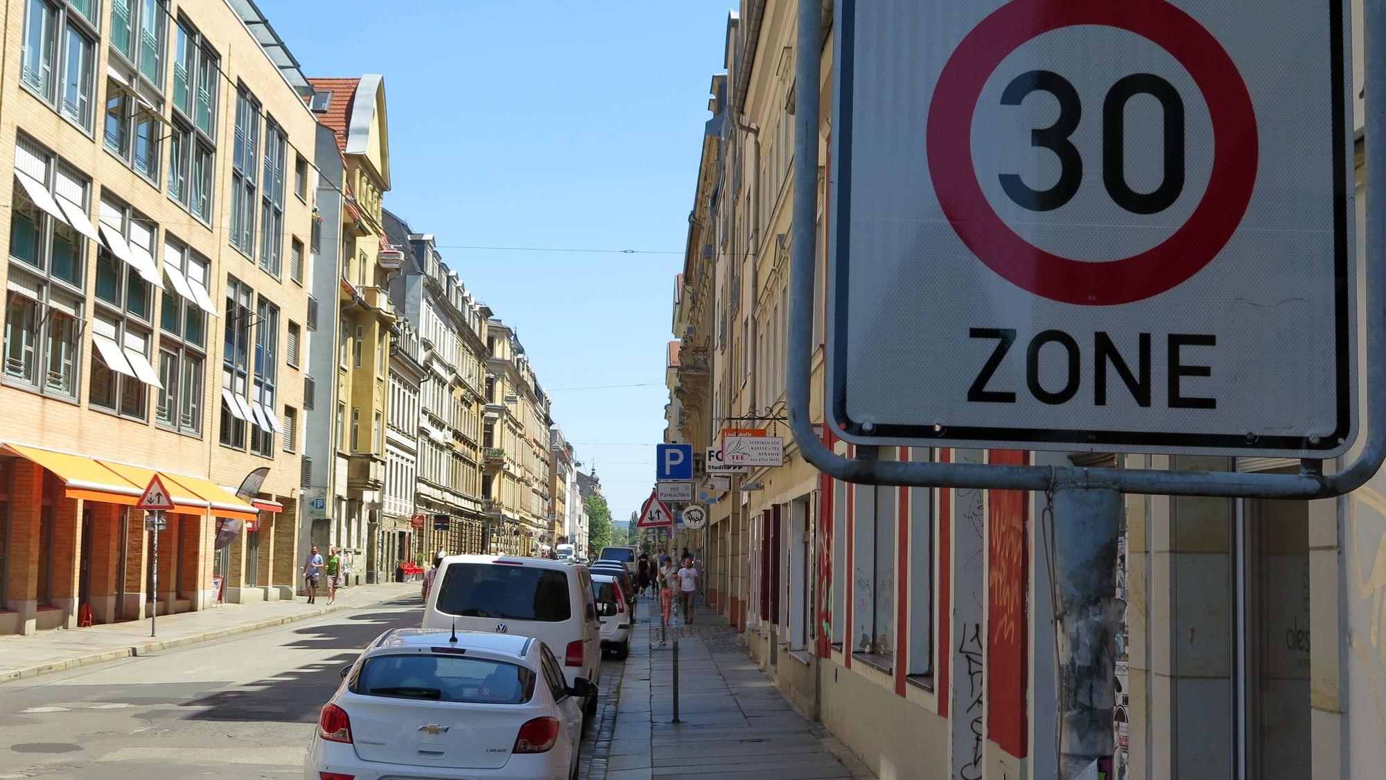 Wird bald um ein Drittel gesenkt: Tempo-30-Zone in der Neustadt.