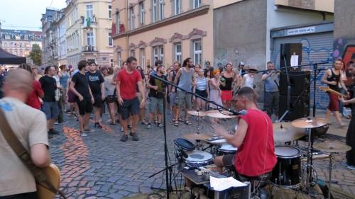 Elektronisch verstärkte Beatmusik