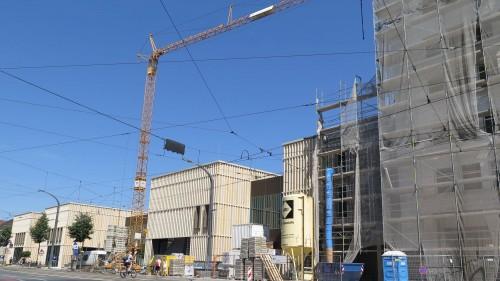 Der Kran darf bis zum Ende der Baustelle bleiben.