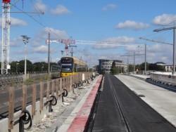 Das neue Gleis auf der Albertbrücke ist schon asphaltiert. Foto: Winfried Schenk, www.menschen-in-dresden.de