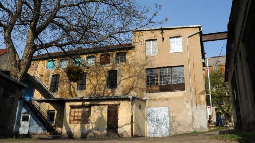 """Die damals noch """"Blaue"""" Fabrik im April 2010."""