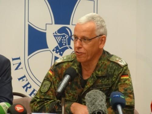 Kommandeur Helmut Baumgärtner wünscht sich in Dresden Willkommens-Bilder wie in München. Foto: W. Schenk