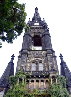 81 Meter ist der Turm der Martin-Luther-Kirche hoch. Foto: Youssef Safwan