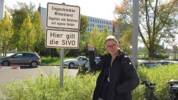 Benita Horst am ParkplatzBenita Horst am Parkplatz