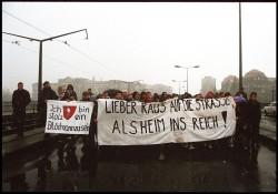 Irgendwie gab es Anfang der 90er schon die gleichen Themen. Demo auf der Carolabrücke. Foto: Lange