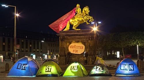 Zelte am Goldenen Reiter - Foto: ENS
