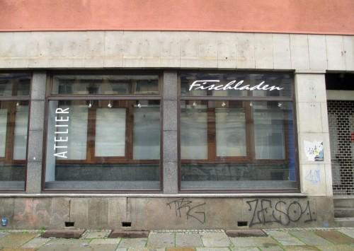 Selbst zum Kunstwerk erstarrt: der Fischladen.