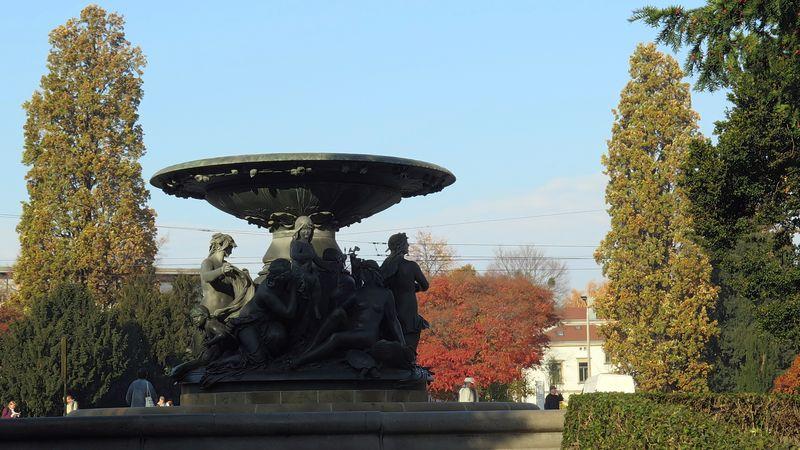 """Stilles Wasser"" am Albertplatz"