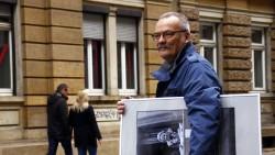 Günter Starke mit einem der Werke der Ausstellung.