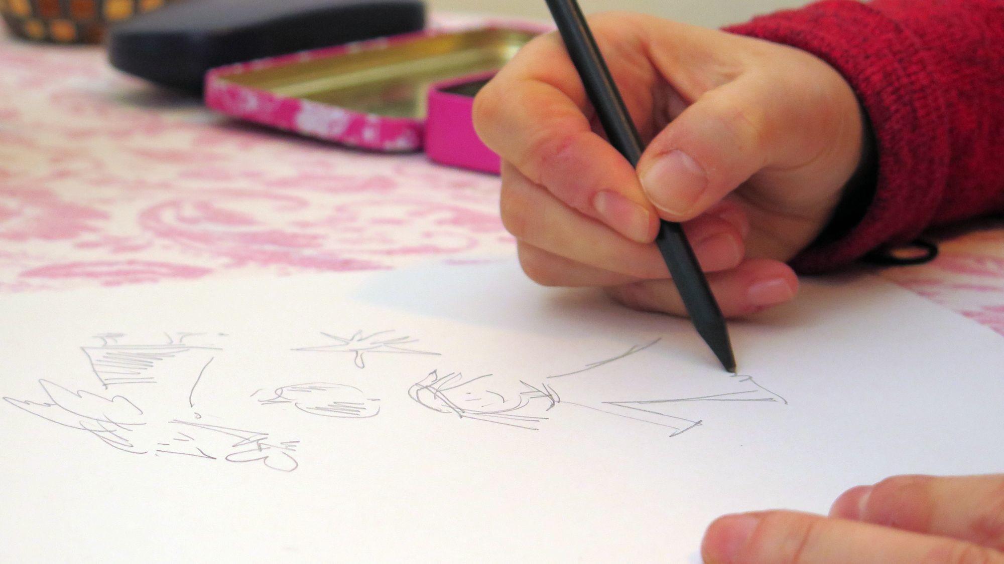 Zeichnen ist ihr Hobby.
