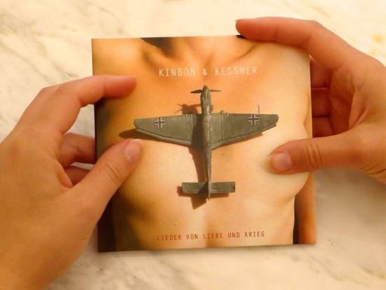 """""""Lieder von Liebe und Krieg"""" ist das Debut-Album von Kinbom & Kessner."""