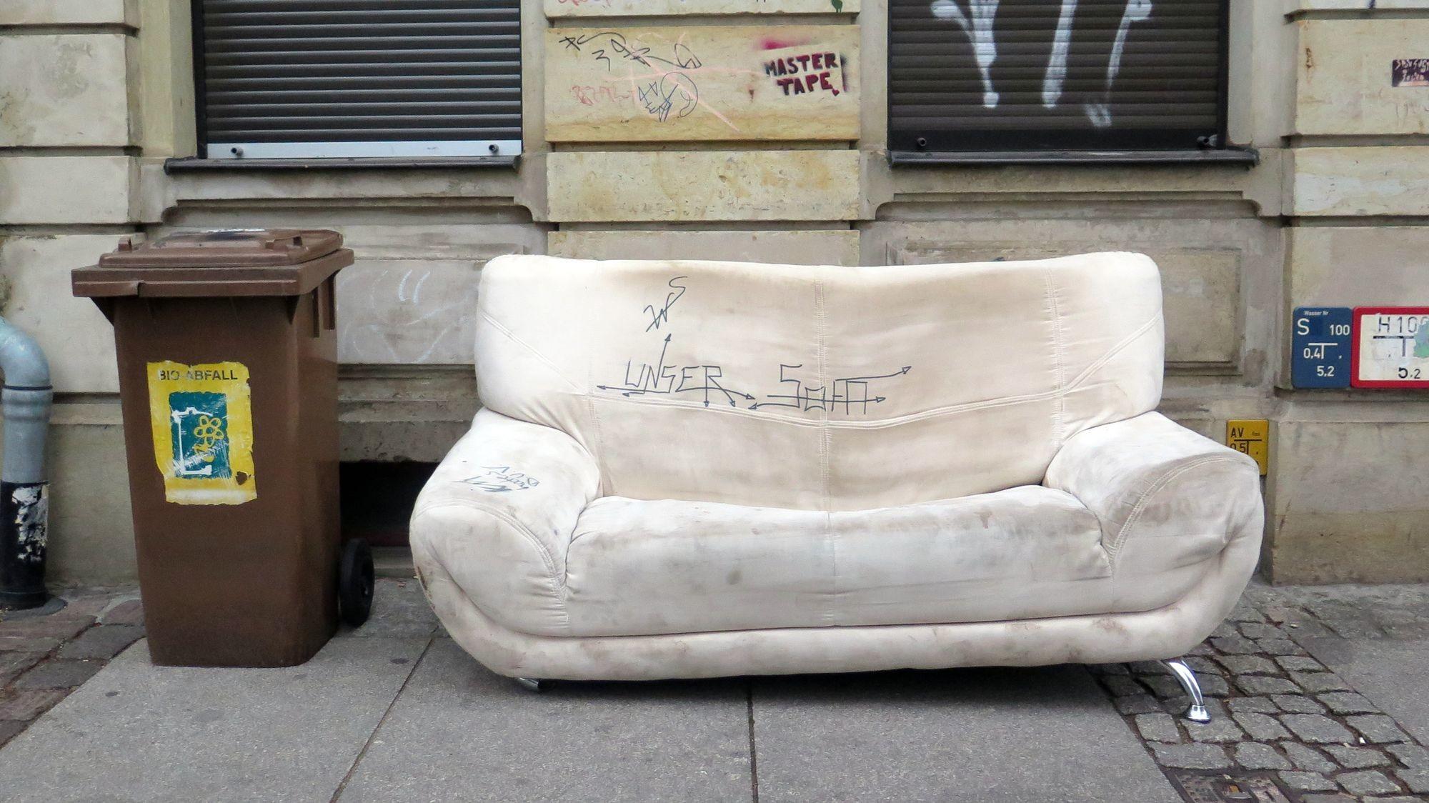 Unser Sofa? Gesehen auf der Kamenzer Straße.