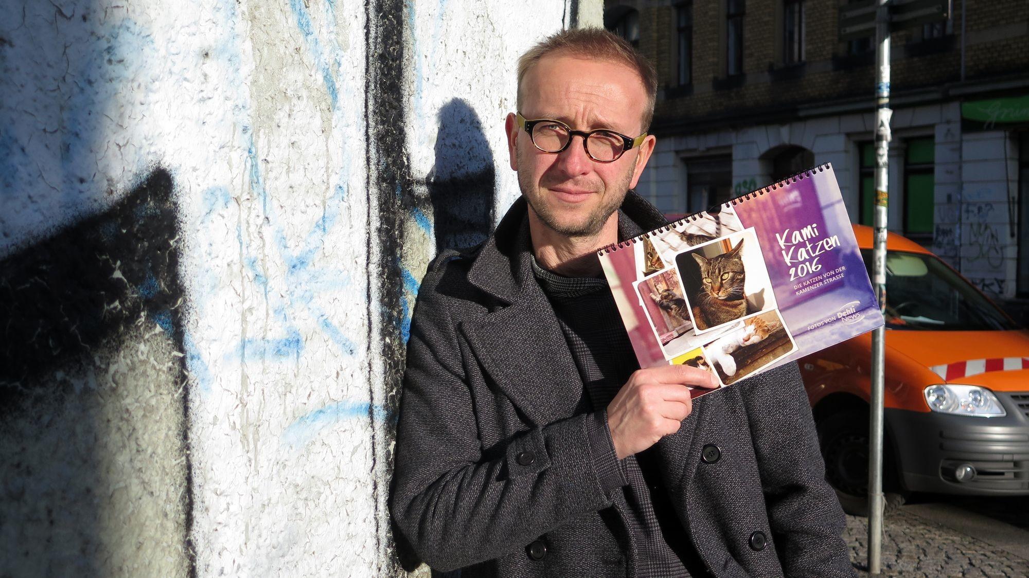 Fotograf Dehlis mit Katzenkalender