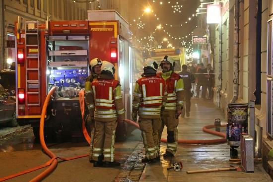 Kellerbrand auf der Alaunstraße - Foto © Roland Halkasch