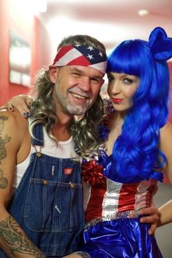 2015: Willie Nelson und Katy Perry gemeinsam – das gibt es nur beim Neujahrssingen. — mit Mirko Glaser und Manina Heim.