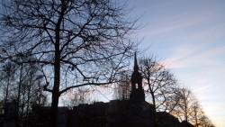 Abendlicher Blick auf die Dreikönigskirche.