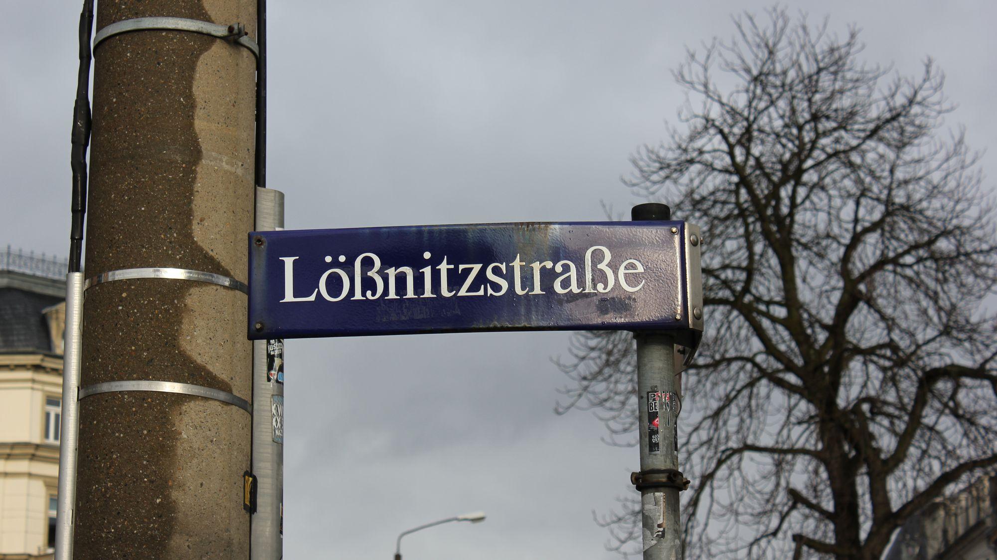 Die Lößnitzstraße trägt ihren Namen seit 1842 nach den einstigen Ortschaften Ober- und Unterlößnitz